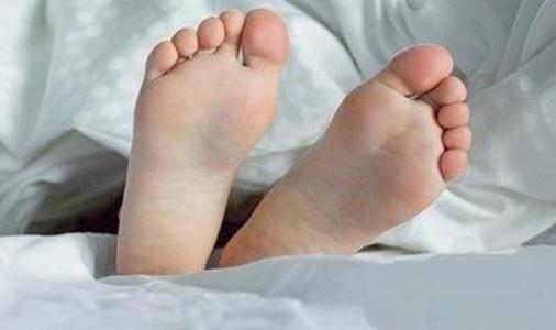 脚臭是什么原因,潮湿的环境