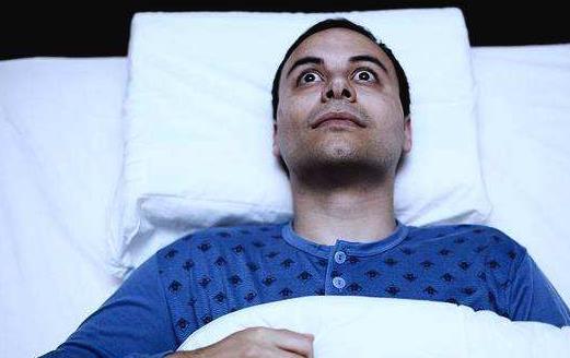 睡眠不足的10大表现 饮食来提高睡眠质量