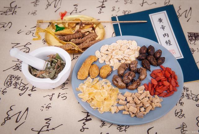 《黄帝内经》透露的养生法:3种食物,2个动作